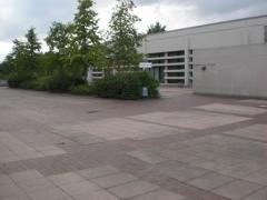 G2011_Alte Kreissporthalle mit künftigem Platz für das Festzelt_kl