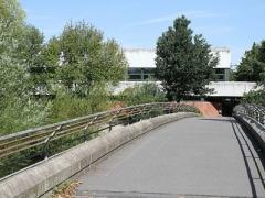 G2011_Brücke zwischen Neuer und Alter Kreissporthalle_kl